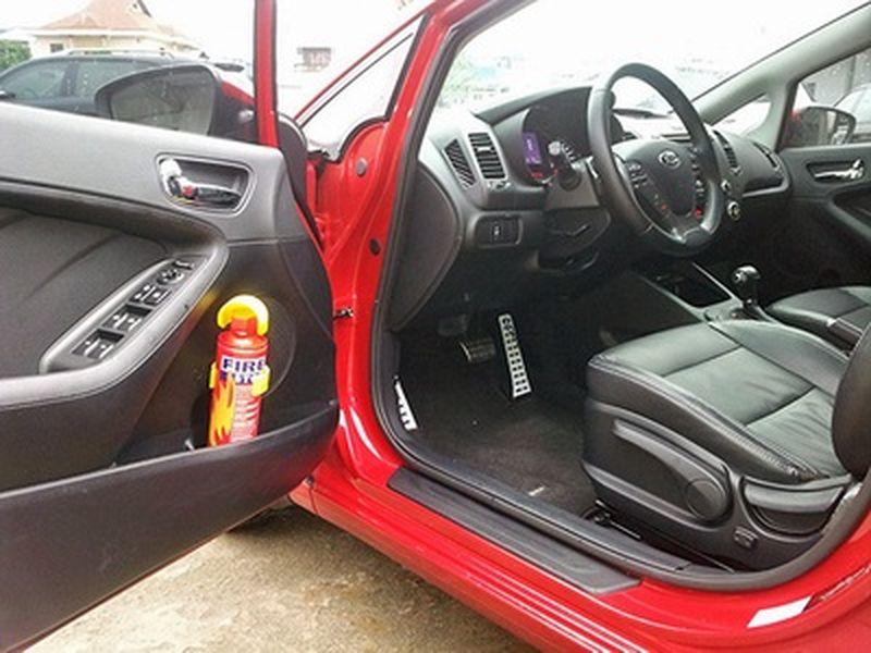 cách đặt bình cứu hỏa trên ô tô