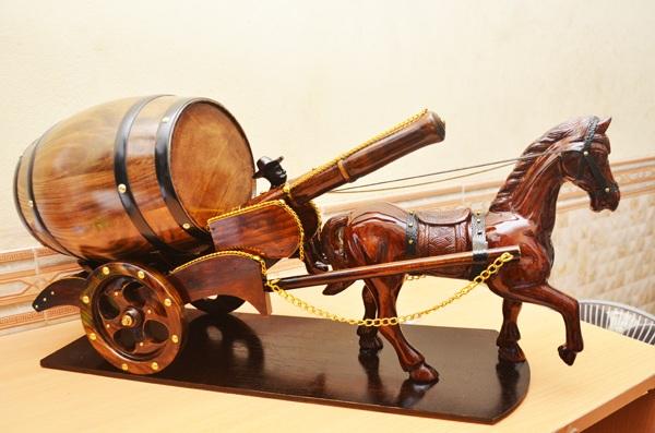 xe ngựa đựng rượu