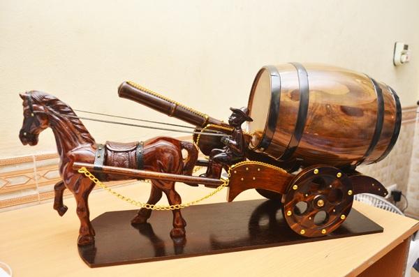 xe ngựa kéo thùng rượu vang pháp