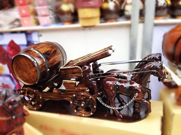 xe ngựa kéo thùng rượu