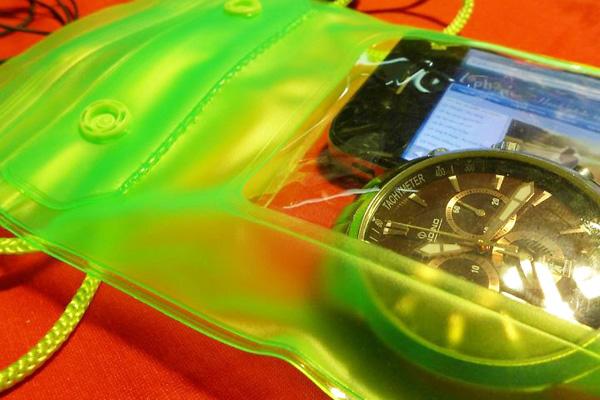 túi-chống-nước-cho-điện-thoại-giá-rẻ