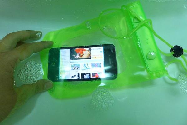 túi-chống-nước-cho-điện-thoại1