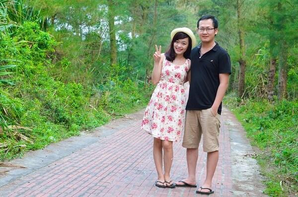 Đường tình yêu đảo Cô Tô nằm dài theo bãi biển với 2 hàng thông xanh mướt!
