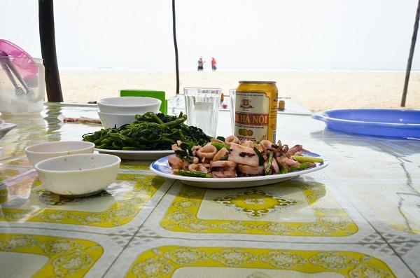 Ăn trên biển Cô Tô
