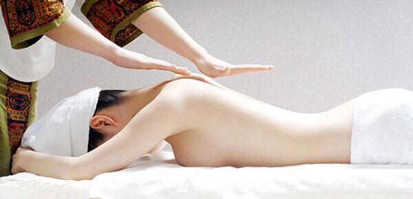 thư giãn với Máy massage vai cổ gáy