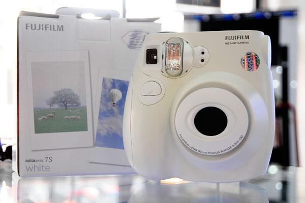 Máy Chụp Ảnh Lấy Ngay Fujifilm Instax 12