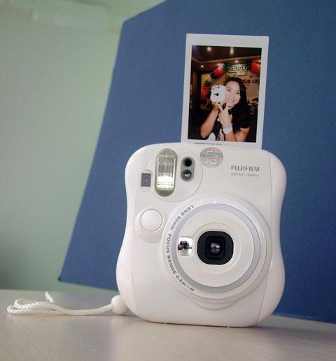 Máy Chụp Ảnh Lấy Ngay Fujifilm Instax 9